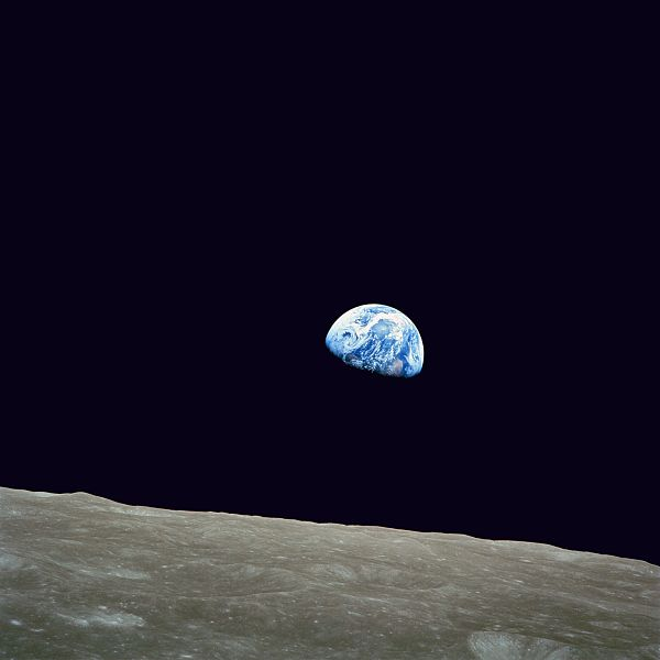 600px-NASA-Apollo8-Dec24-Earthrise_Template