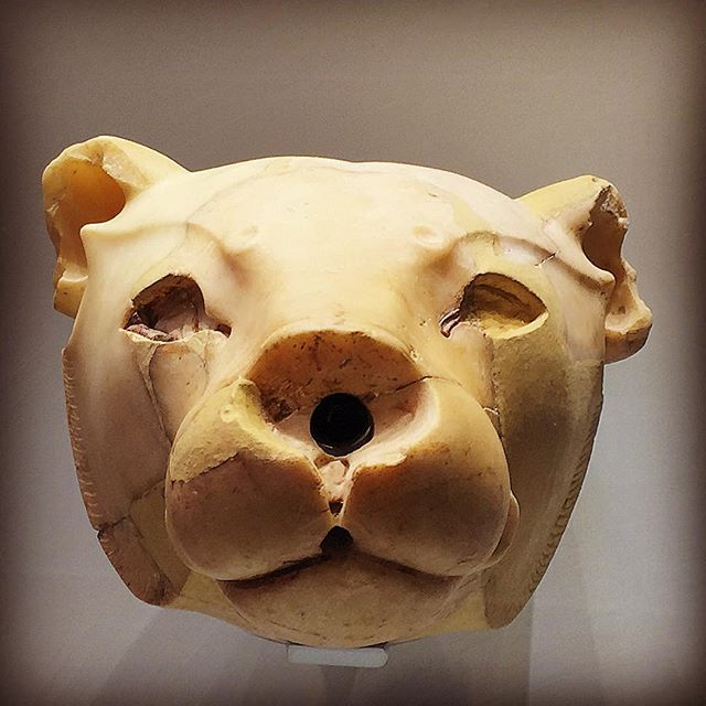 lion head minoan
