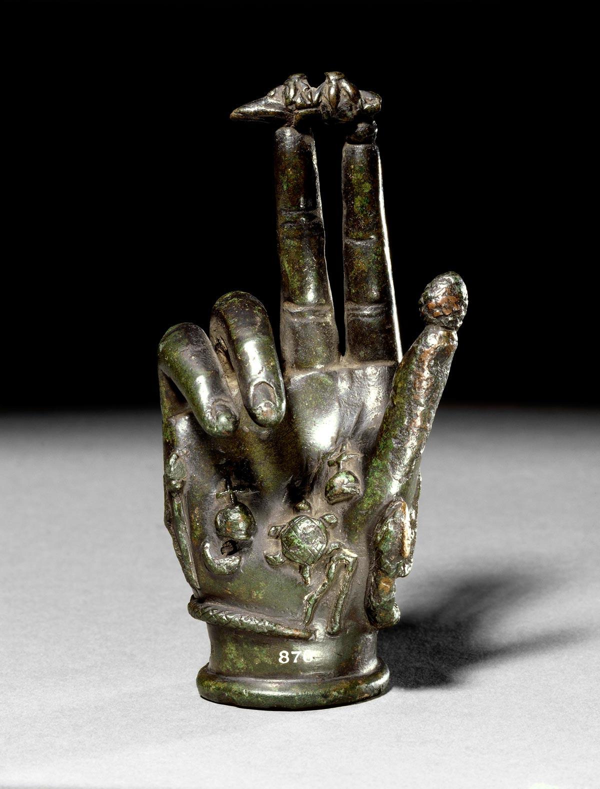 Бронзова ръка на Сабазий. Британски музей.